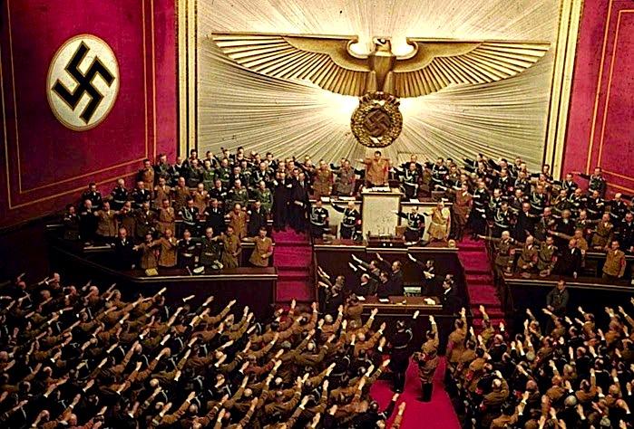 Adolf Hitler i përshëndetur në Rajshtag - Kroll Opera House, Berlin, 1939.