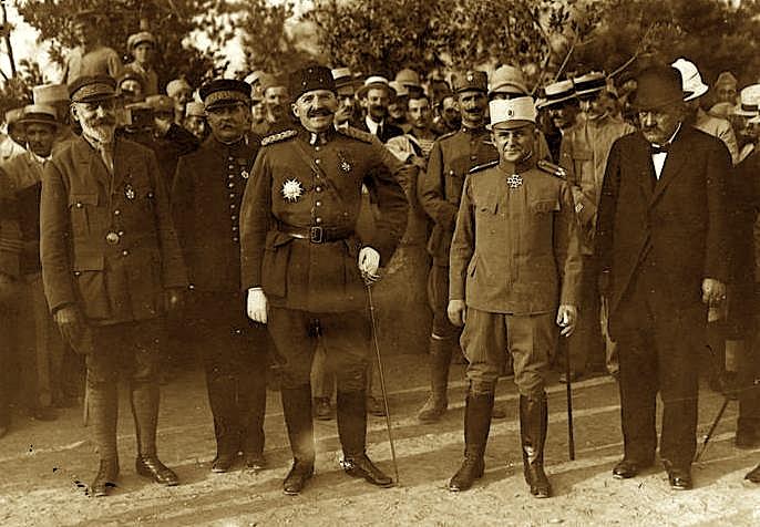 Esat Pashë Toptani në Selanik mes ushtarakëve - 1917