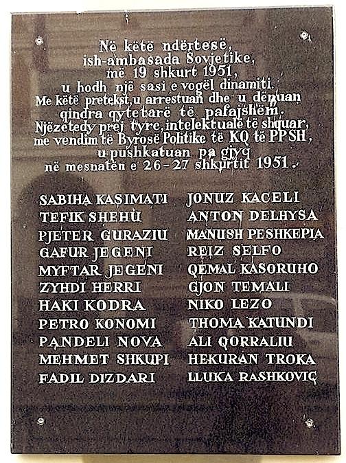 Pllaka memoriale e Bombës në ambasadën Sovjetike