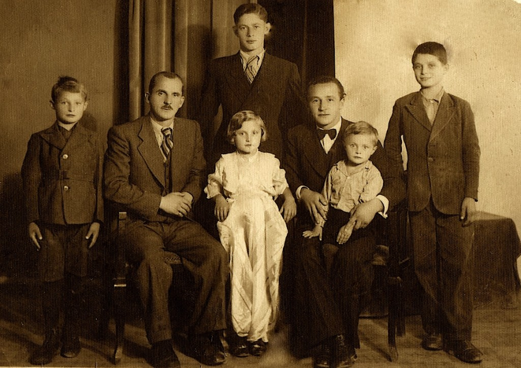 Bedri Gjinaj me familjen e tij...