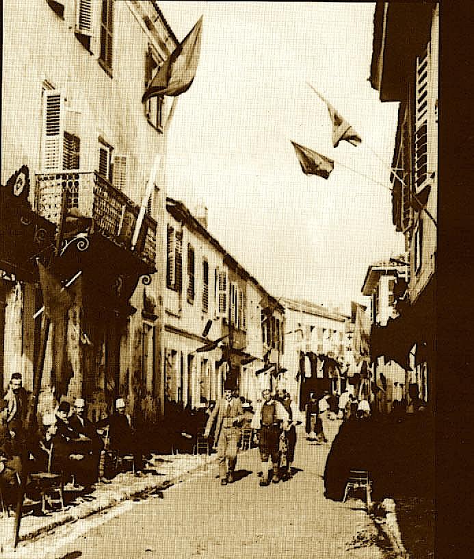 Rrugë me gropa para fotografisë
