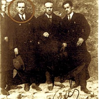 Hasan Prishtina (në rreth) me tre miqtë të tij: Qazim Mulleti, Beqir Valteri e Azis Çami, pak para atentatit ndaj Mbretit Zog, Vjenë 1932