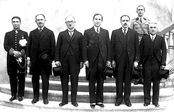 Kryeministri Koço Kotta (ne qender)