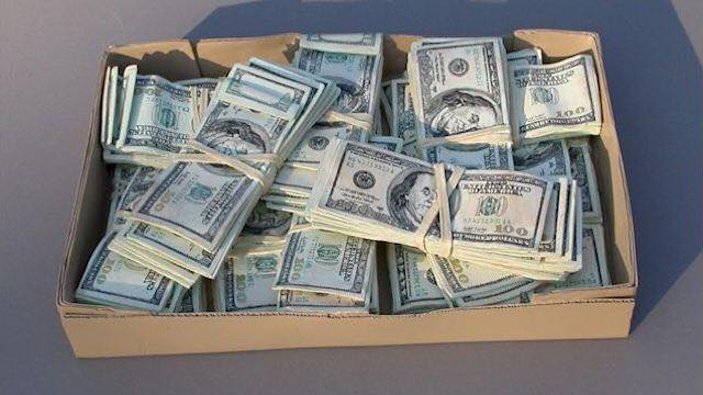 Kutia e Këpucëve me dollarë