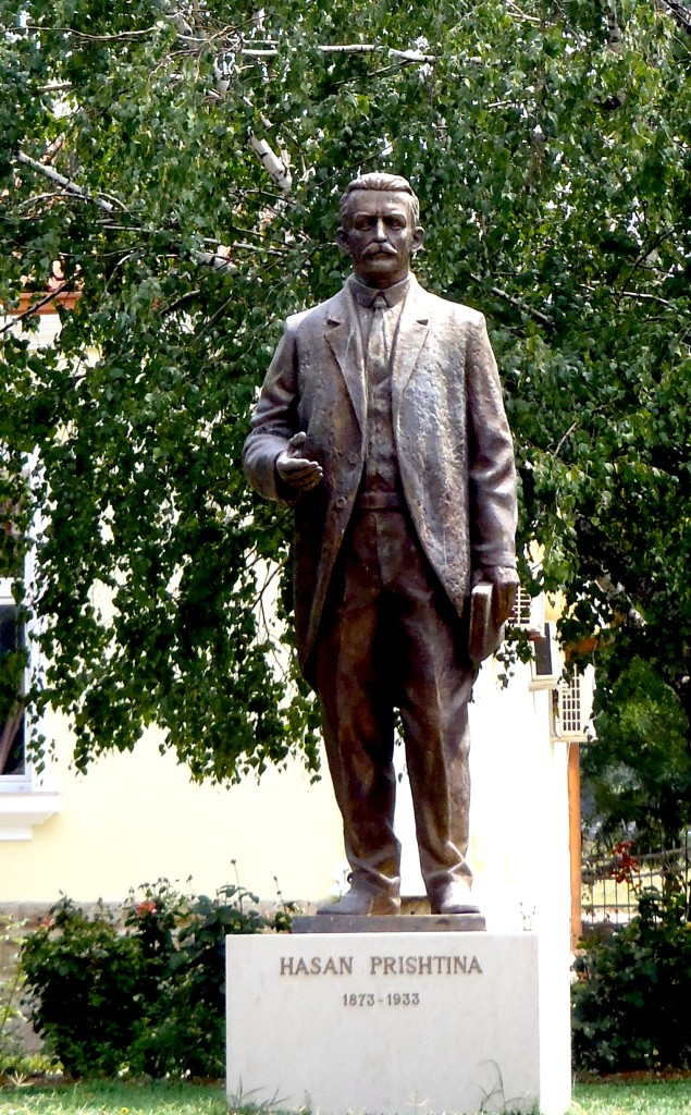Statuja e Hasan Prishtinës - Tiranë