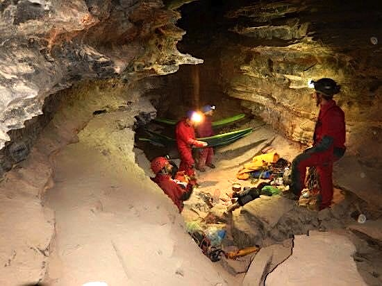 Shpella e Boshit, Curraj Epër