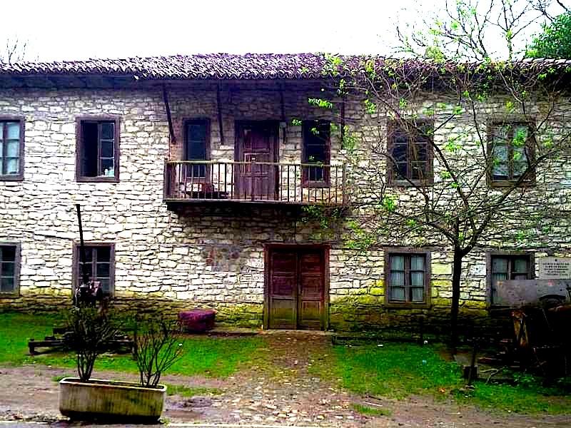 Shtëpia e Konferencës së Pezës
