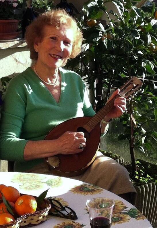 Lejla Kylheku me mandolinën e saj