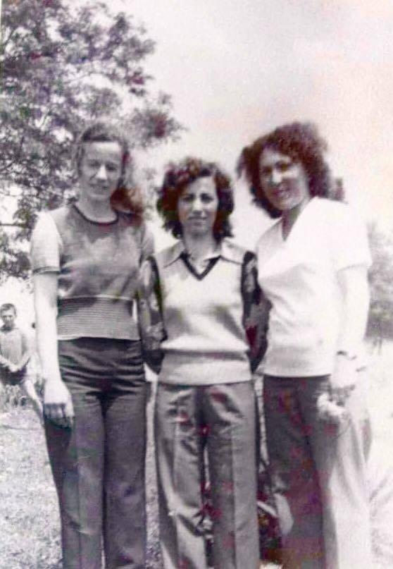 Lejla Kylheku (djathtas)shkolla e Drashovices 1979