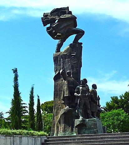 Monumenti Pavarsisë në Vlorëvlore