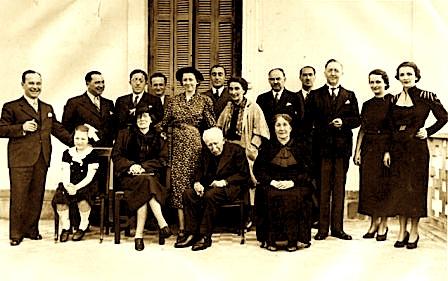 Familja e Syrja bej Vlorës, 1938, Eqerem bej Vlora majtas