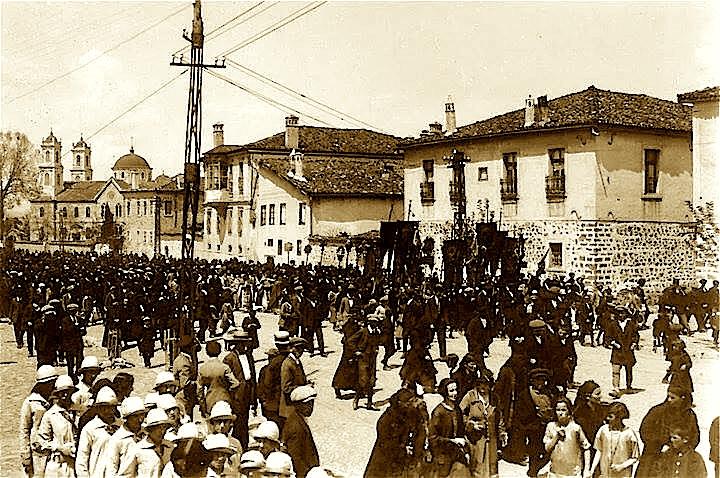 Ditë Pashkësh në Korçë, 1926! (E premtja e zezë)