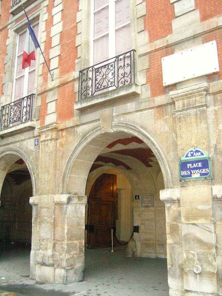Shtëpia Viktor Hygo - një muze parizian - në 6 Place des Vosges, 4 arrondissement, Paris.