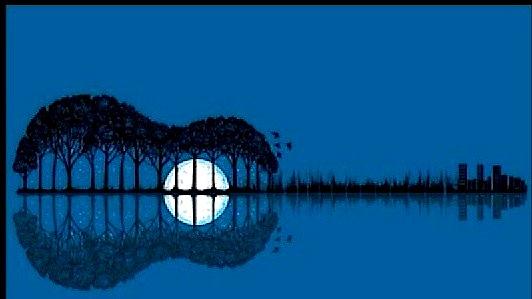 """""""duke folur me hënën, më zinte gjumi mëngjeseve..."""""""