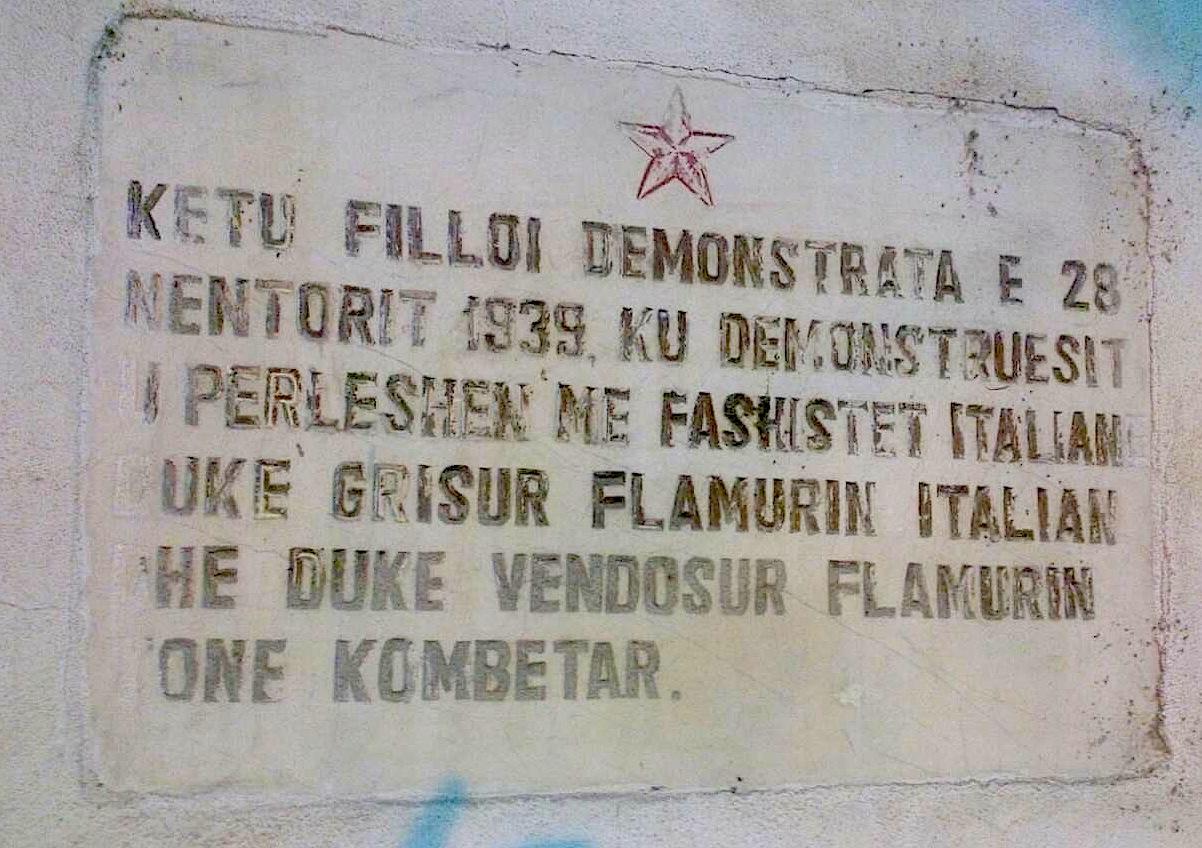 Pllakat antifashist... pronë komuniste