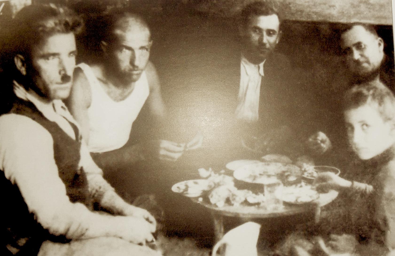Drekë në një han të Beratit... (1942)