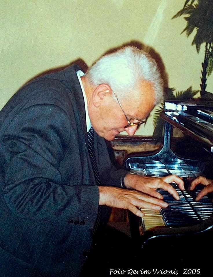Robert Radoja, duke luajtur një pjesë  Ramadan Sokolit
