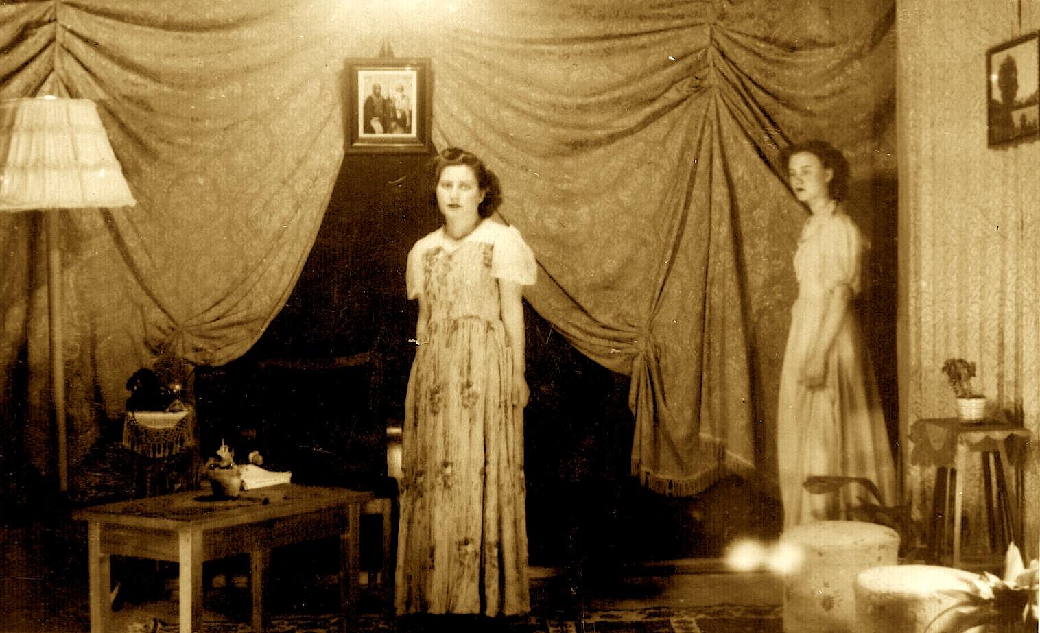 """Karmina Gurakuqi, duke luajtur një pjesë teatrale në Institutit Femnuer """"Nana Mbretneshë"""","""