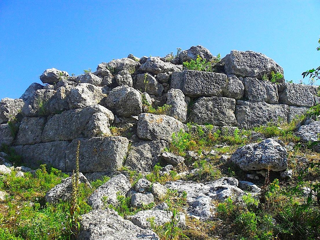 Rrënojat e kalasë Ilire të Dorëzit