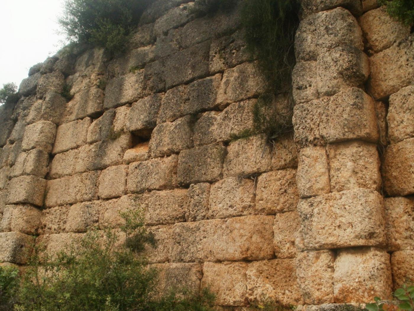 Rrënojat e Fortesës Ilire të Persqopit
