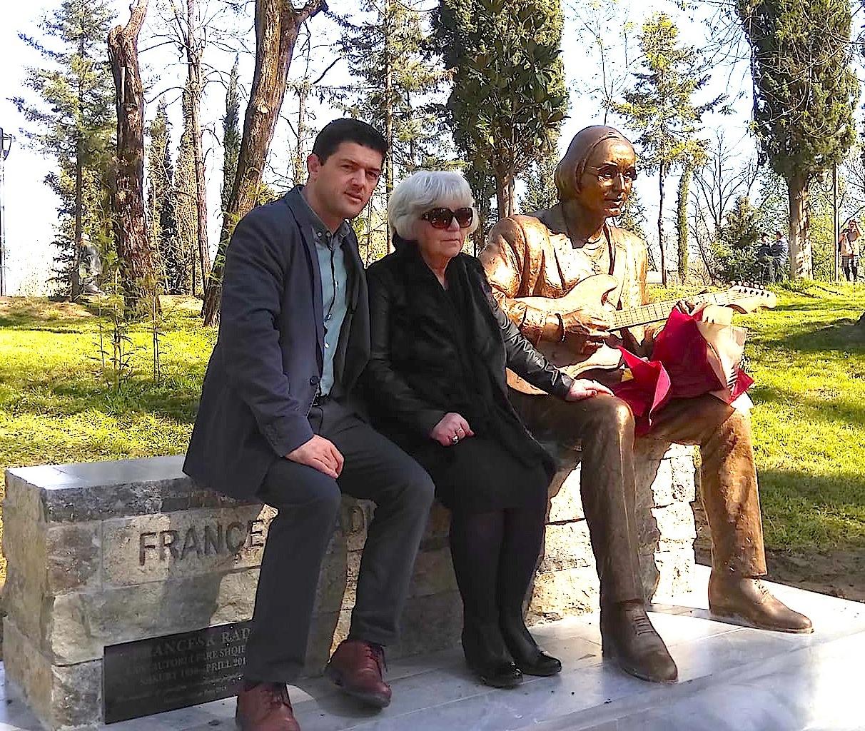 Skulptori Adrian Pepa, Tefta Radi dhe statuja e Françesk Radit te Liqeni