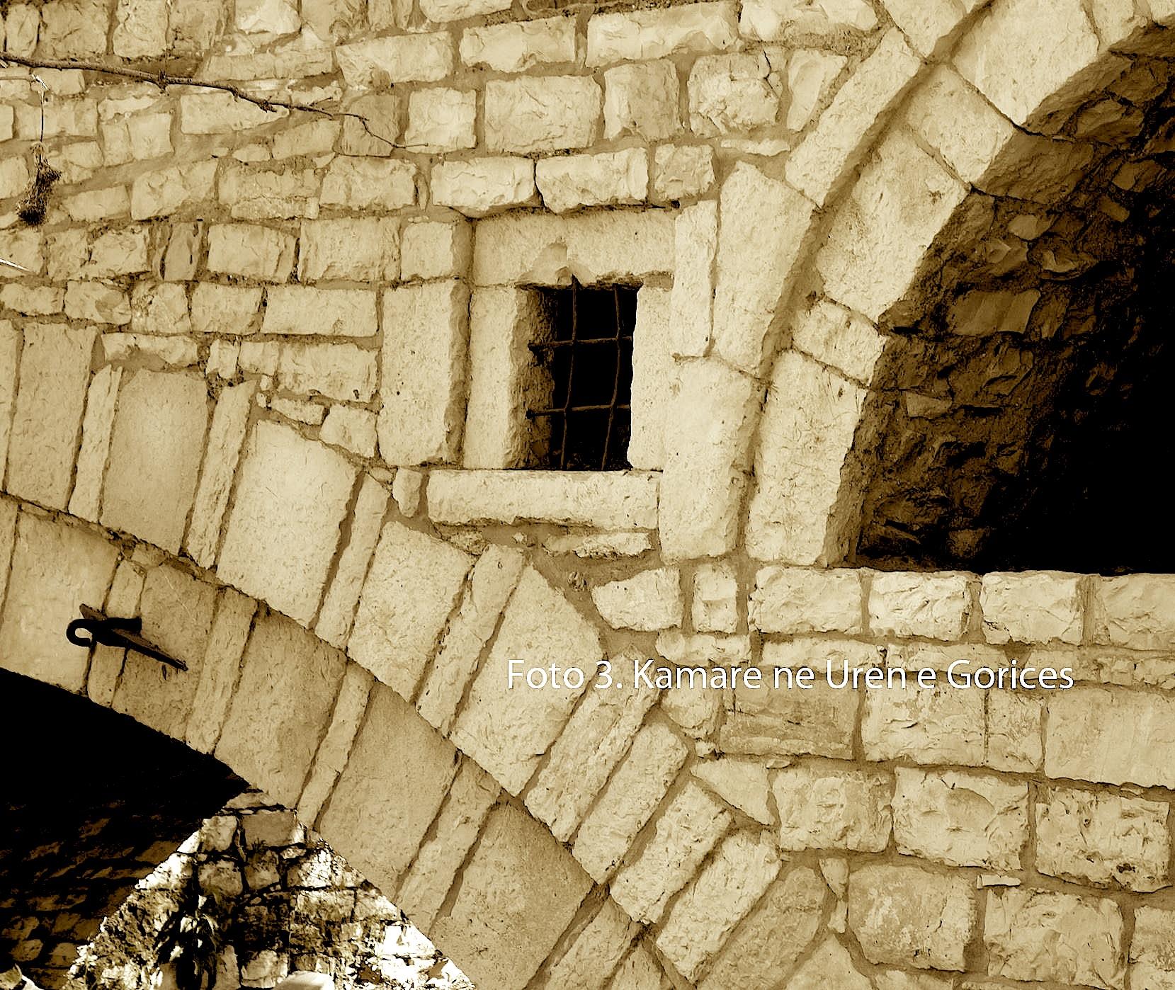 Kamare ne Uren e Goricës ku ka qene vendosur busti i flijimit)