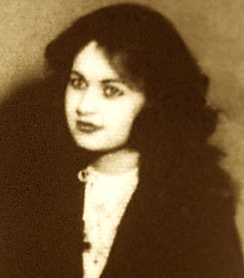 Laura Keçi në rininë e hershme