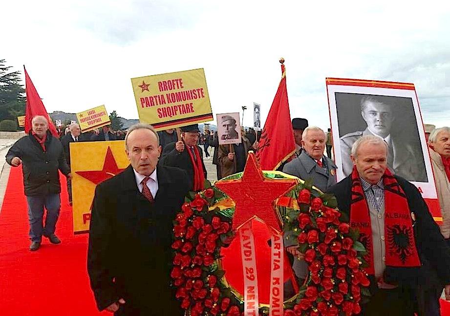 5 Maj 2018 - Demostrim komunist me figurën e Ditatorit