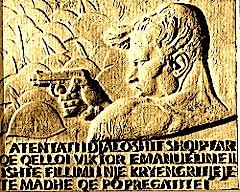 Basorelievi i atentatorit Vasil Laçi