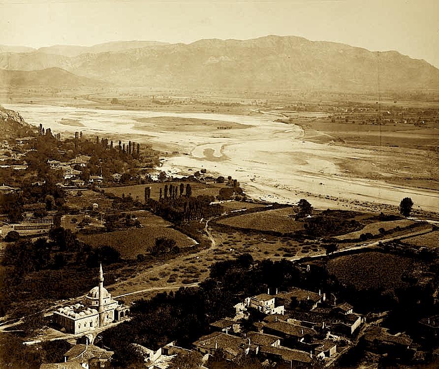 Drini dhe Xhamia e Plumbit pamje nga Rozafa
