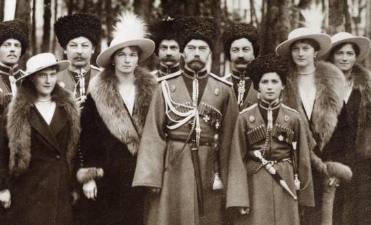 Nikolaj i II se bashku me femijet dhe Kozaket e Truprojes