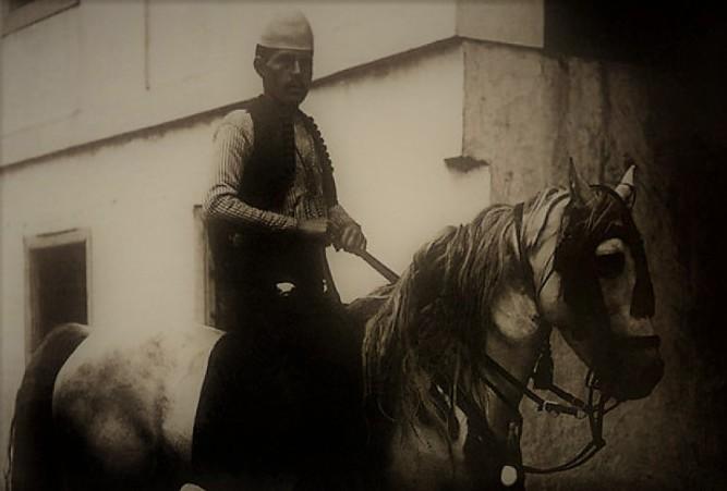 Amaneti i Azem Galicës - Ma varrosni trupin ku mos t'më gjejnë serbët!