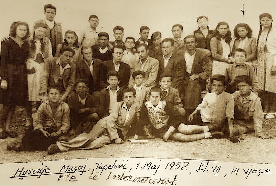 Tepelenw - 1952 - Klasa e VII - Mes tyre te interrnuarit, Lule Sokoli, Sose Sokoli, Gjon Tunxhi, Kristina Markagjoni, Gjon Markagjoni