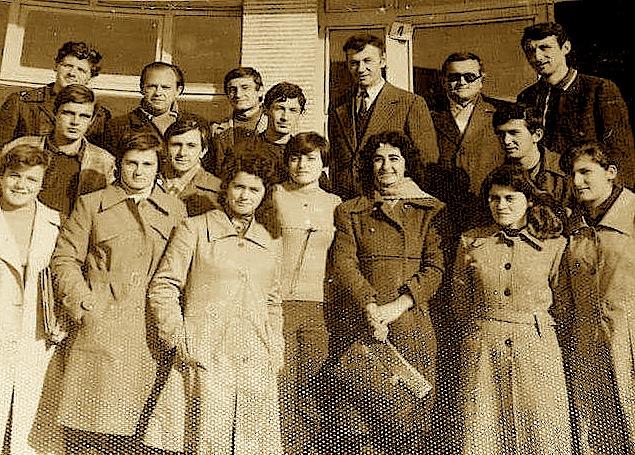Studentë me profesorët Hasan Lekaj, Neki Lezha, Mina Gero,