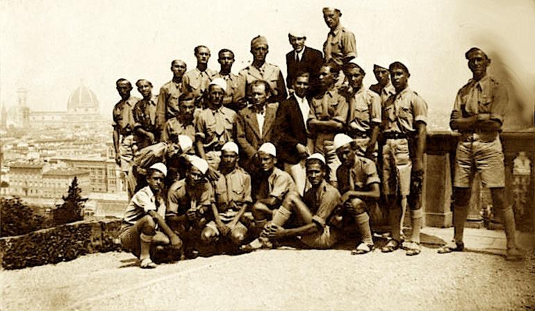 Studente shqiptare ne Firence - Gusht 1937 - Lazer Radi, i dyti majtas, ulur