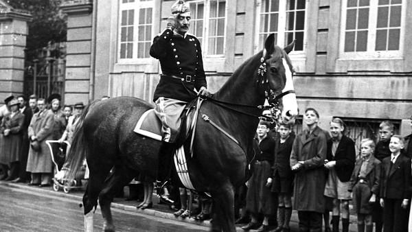 Mbreti danez Christian i X parakalon para popullit - shtator 1940