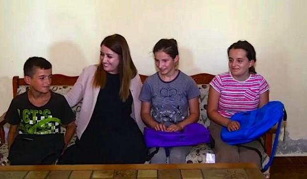 Fëmijët e familjes Zhupani dhe Ministrja Manastirliu