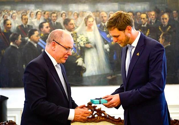Princi Aberto i Monakos shkëmben dhurata me Princ Lekën