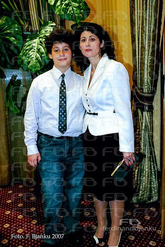 Atjoni dhe nëna e tij Eda