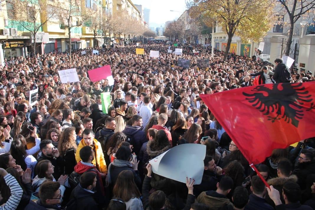 Dhjetor 2018 - Protesta masive studentore