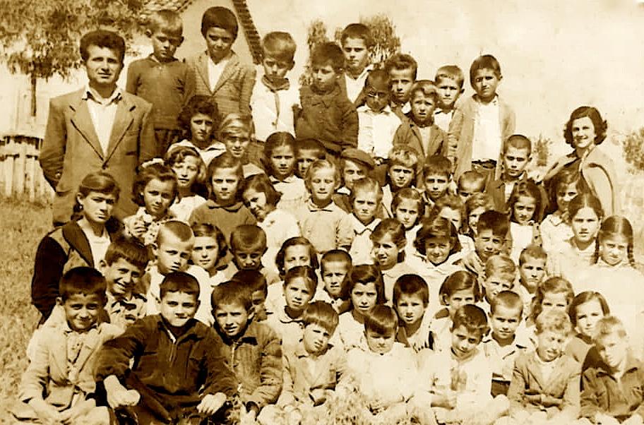 Savër 1958, Shkolla Fillore dhe Mësuesi Legjendë i kësaj shkolle Ali Xheka