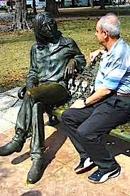 Alfred Kosta dhe statuja e John Lenon