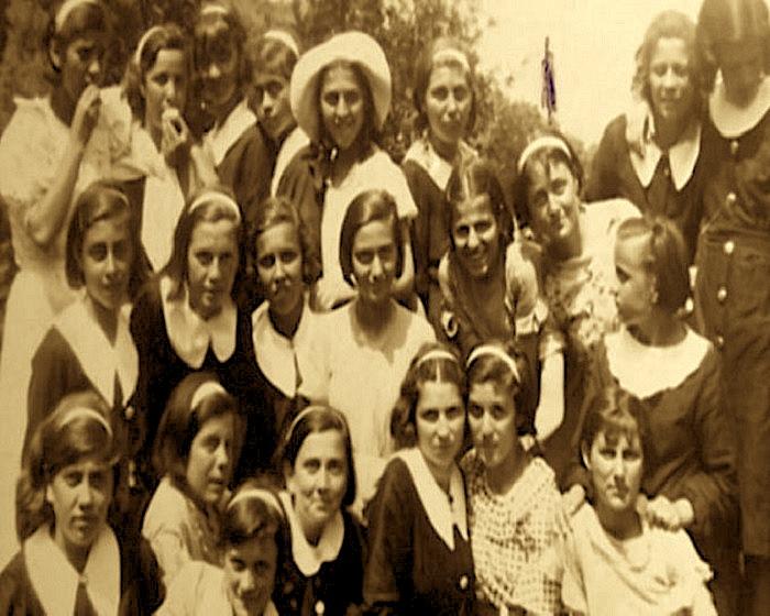 Vajza të Institutin Nana Mbretneshë