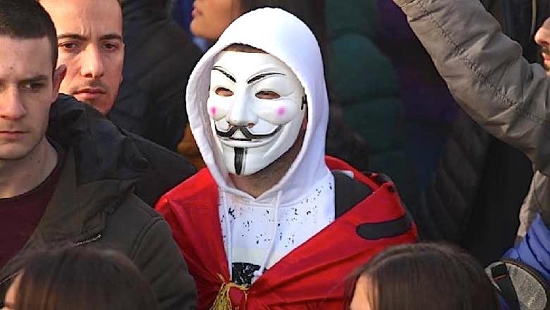 E vërteta dhe maskat...