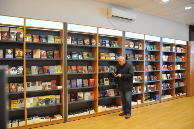 Botuesi dhe studiuesi Ndriçim Kulla - në Librari Altera - Prizren