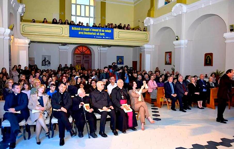 Salla ku u mbajt Përkujtimorja e 70  vjetorit të Imzot Prennushit