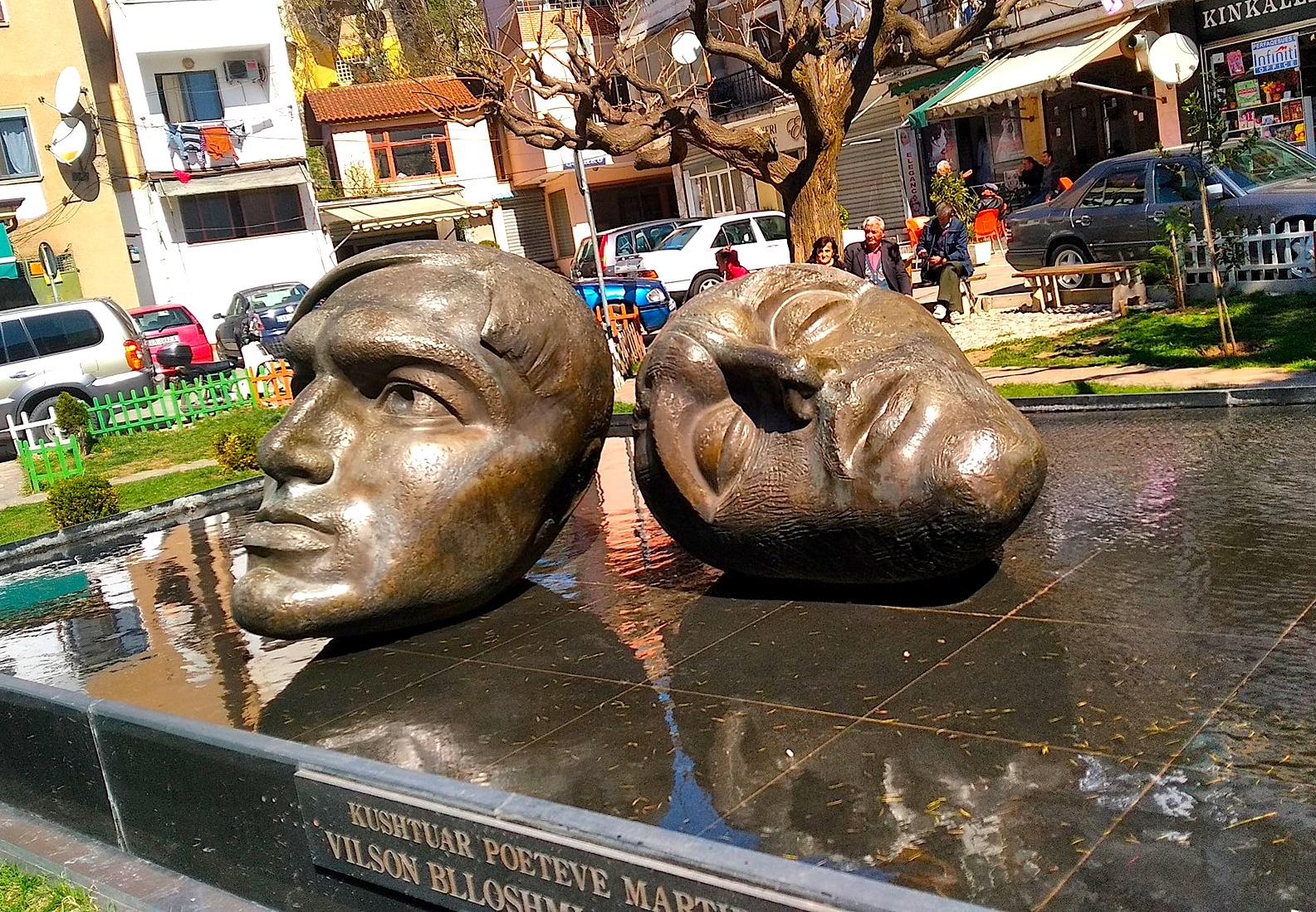 Statujat e Genc Lekës dhe Vilson Blloshmit në Librazhd