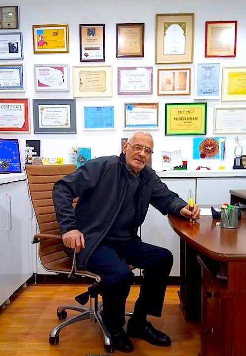 Adem Zaplluzha ne studion e tij