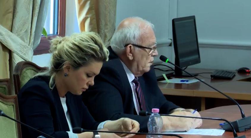 Deputeti Spartak Braho ne mbledhjen e komisioneve Parlamentare