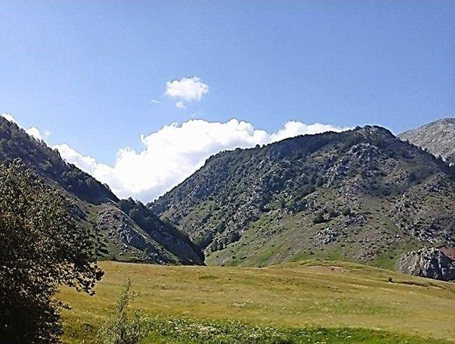 Gryka mes maleve, ku e merr zanafillën lugina hiroshe e Valit.